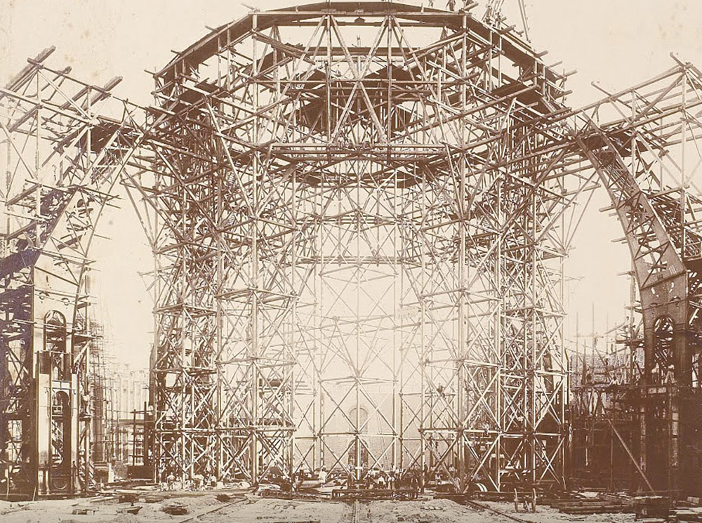 View of the scaffolding used to build the dome of the Grand Palais (1898) photographed by A. Chevojon (1865-1925), © Agence d'architecture du Grand Palais/ EMOC Rmn - Grand Palais
